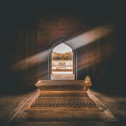¿Buscas darle a tu mausoleo o tumba un toque diferente que le haga destacar por su elegancia? En este artículo de RECUVAL te ofrecemos las claves para este lugar sagrado de la mano de los tableros curvados de madera. Haz clic en este artículo y descubre todos los productos que te ofrecemos.