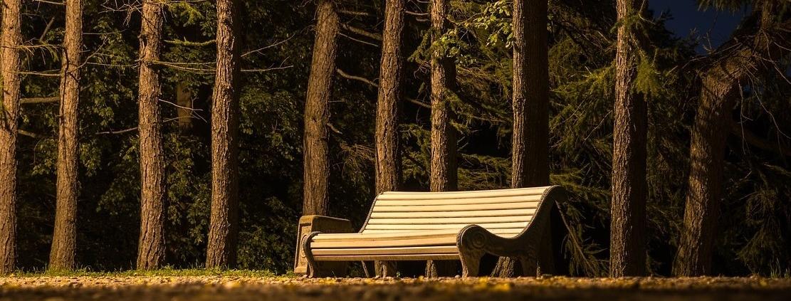 Tableros curvados para mobiliario urbano de parques y jardines